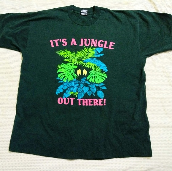 Fruit of the Loom Other - Vintage hunter green graphic funny t-shirt